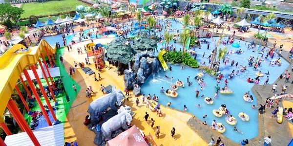 Suasana kala liburan panjang tibaWonderland Adventure Waterpark Karawang