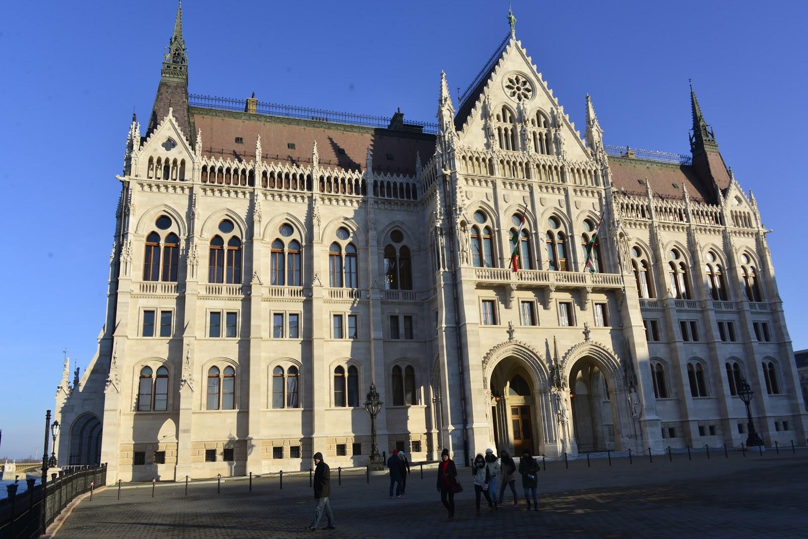 Cosa vedere a budapest in 4 giorni 2a parte itinerari for Dove si riunisce il parlamento italiano