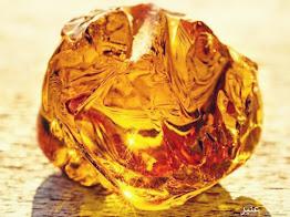 العنبر شبيه الذهب و الكهرمان