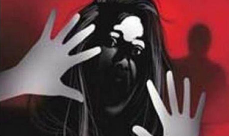 नाबालिक से बलात्कार के बाद की हत्या ,आत्म हत्या दिखने के लिए पेड़ से लटकाया लाश