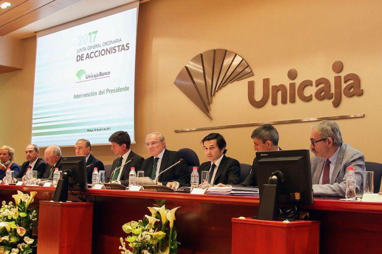Unicaja banco anuncia la fusi n con su filial espa aduero for Unicaja banco oficinas