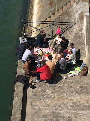パリ ピクニック