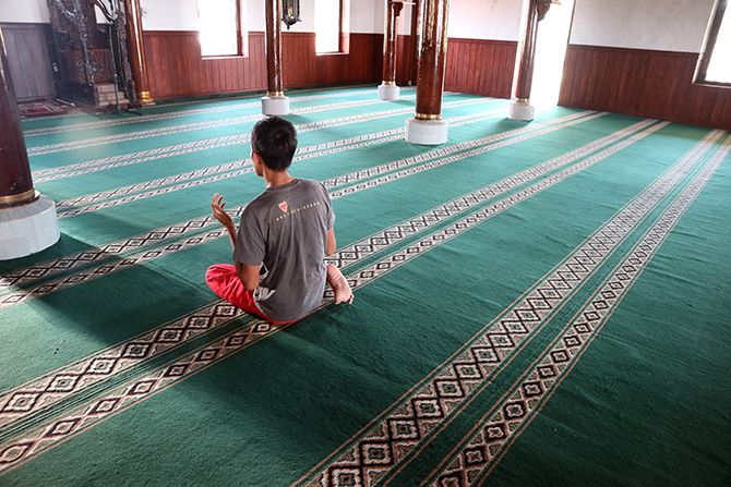 Di dalam masjid Sendang Duwur