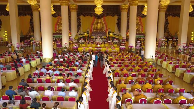 Nội thất bên trong chánh điện của chùa Phật Quốc Vạn Thành