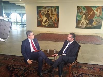 Felipe e o ministro Ernesto Araújo (Divulgação/SBT)