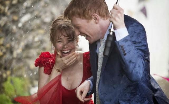 una-cuestion-de-tiempo-rachel-mcadams-domhnall-gleeson-boda-lluvia
