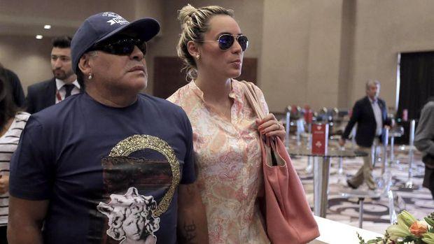 Pebola Legend Diego Maradona Putus Dengan Kekasihnya Karena Beda 30 Tahun