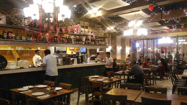 Dining experience mama lou 39 s italian kitchen at evia for Dining at at t center