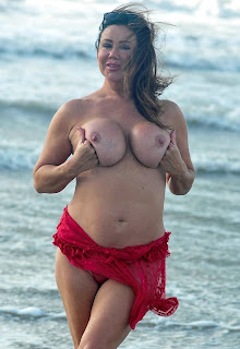 Lisa-Appleton-going-topless-out-on-her-holiday-in-Thailand.-r7h5p93dj5.jpg