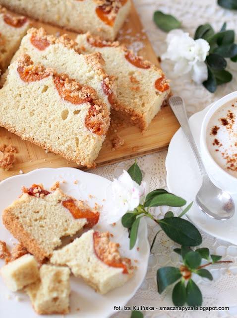 ciasto orkiszowo bialkowe, ciasto z owocami, placek bialkowy, jak wykorzystac bialka, co zrobic z bialek, nadmiar bialek, bialka jaj, morele, ciasto na niedziele, domowe ciasta, domowe wypieki