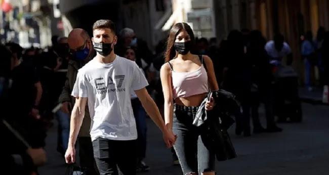 Οριστικό: Τέλος η μάσκα σε εξωτερικούς χώρους από την Πέμπτη,  το μπόλιασμα γίνεται και χωρίς αυτό
