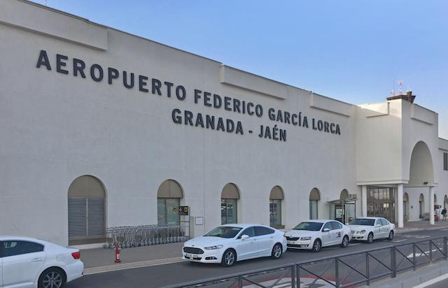 Como ir do aeroporto de Granada até o centro turístico