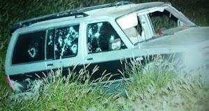 Comando armado ataca camioneta familiar matando a 3 hombres y 2 mujeres, una niña sobrevive al ataque en carretera de Nuevo León