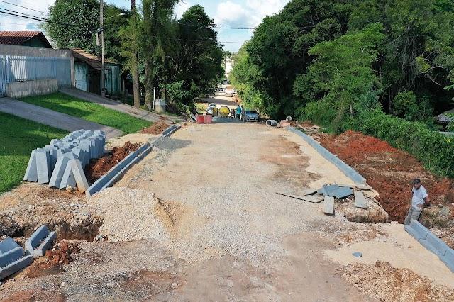 Prefeitura retoma obras de pavimentação que estavam paradas e anuncia que novas ruas serão licitadas
