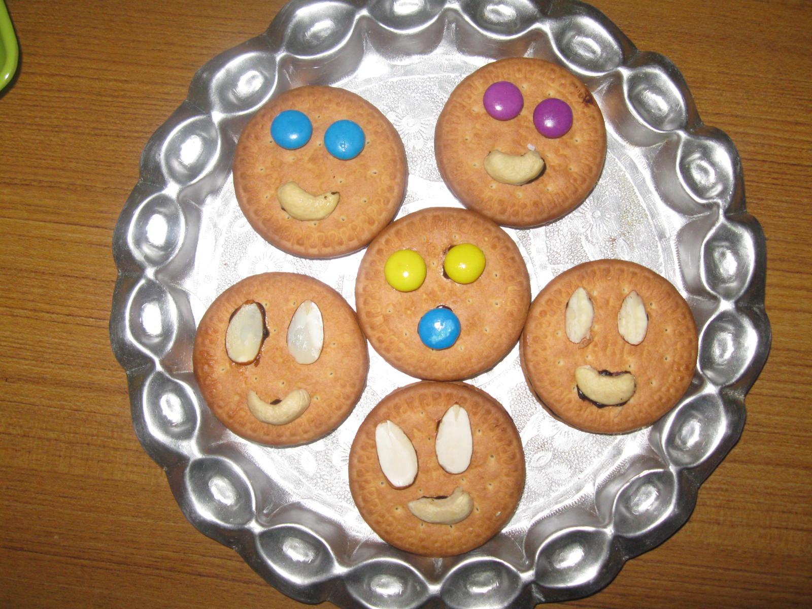 Marie Biscuit Delight/Biscuit Smiley & Indian Vegetarian Recipes: Marie Biscuit Delight/Biscuit Smiley