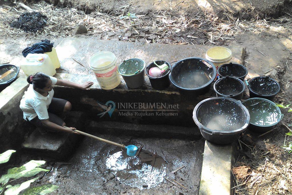 Dampak Kekeringan, Warga Karanggayam Harus Antre Air Bersih Sejak Pagi Buta