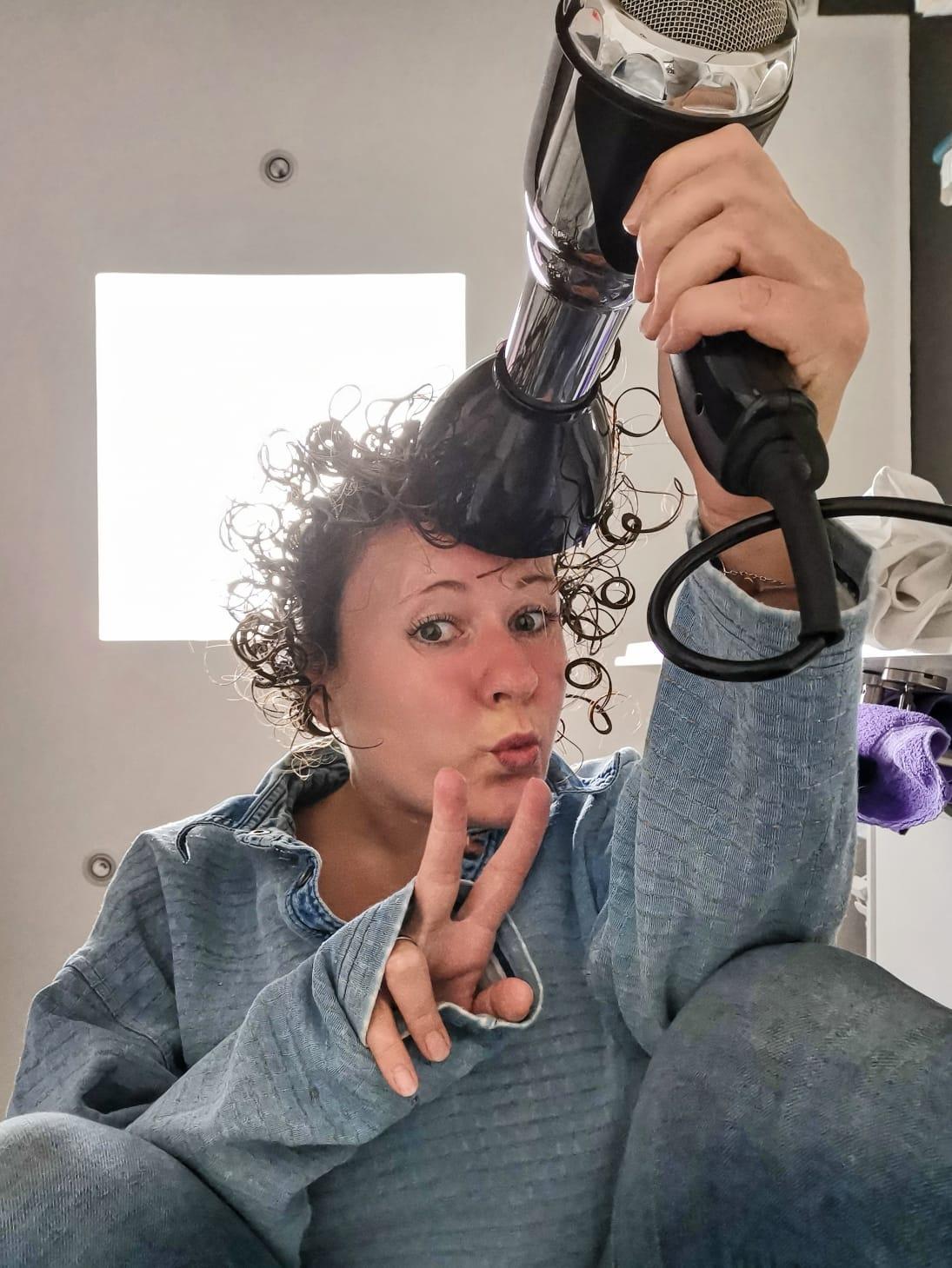 Locken schonend mit dem Diffuser trocknen nach der Curly Girl Methode