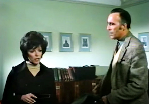 Still - Joan Collins and Christopher Lee in Dark Places (1973)