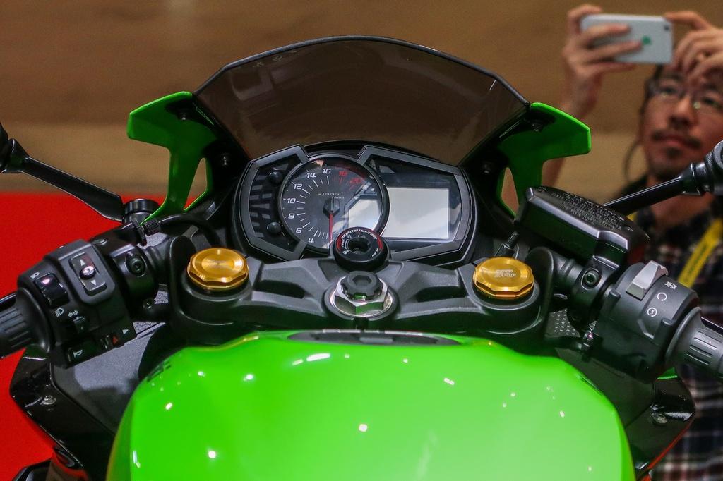 Chi tiết Kawasaki ZX-25R 2020 - 2 phiên bản, nặng 182 kg