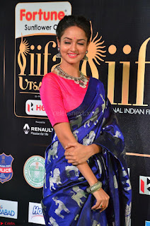 Shanvi Looks Super Cute in Pink Backless Choli Blue Saree at IIFA Utsavam Awards 2017 24.JPG