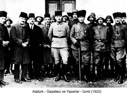 Atatürk Gazeteci ve Yazarlar İzmit 1922 Fotoğraf