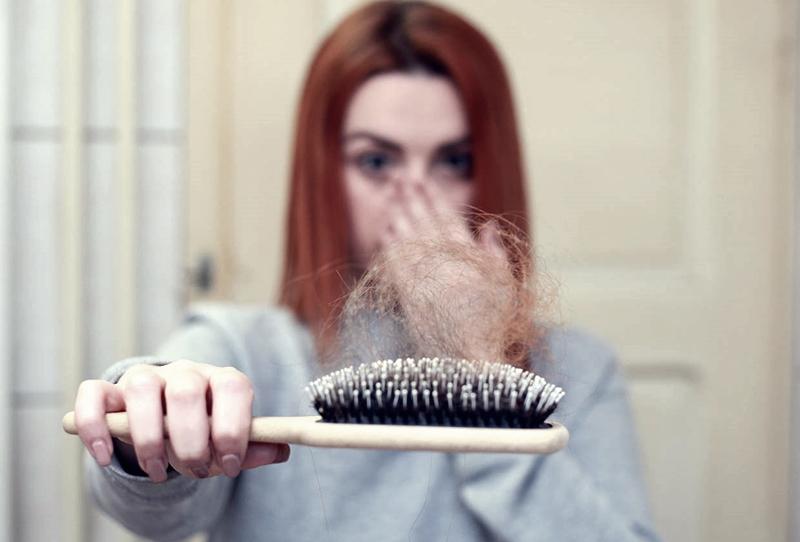 Koronavirüs saçları dökebiliyor