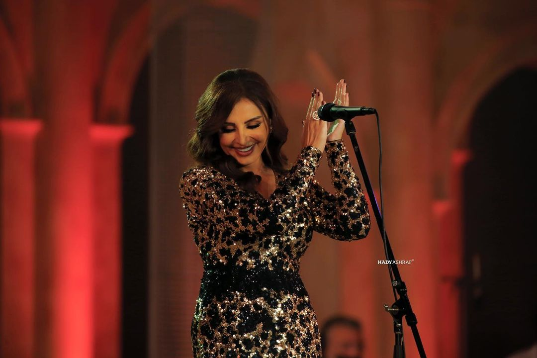 An unexpected price for an Angham dress in Sharjah, adorned with luxurious jewelry