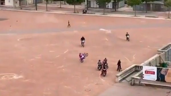 VIDEO - Lyon : ils font un rodéo au milieu de la place Bellecour