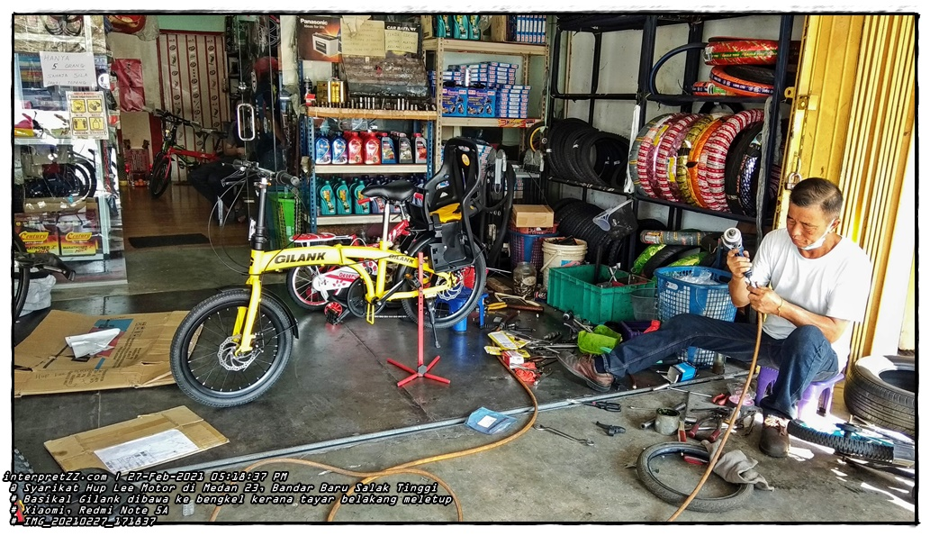 Gambar basikal Gilank yang baru dibeli terpaksa diganti tiub dan tayar basikal kerana meletup. Mekanik tu kata memang tayar asal yang didatangkan dengan basikal tu tak tahan lama. Harga tiub basikal ialah MYR 18 (lapan belas Ringgit Malaysia), dan harga tayar basikal ialah MYR 25 (dua puluh lima Ringgit Malaysia). gambar seorang lelaki membaiki basikal.