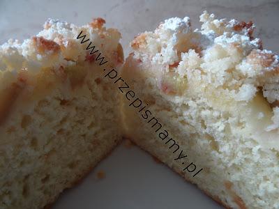 Ciasto drożdżowe z rabarbarem i posypką kokosową