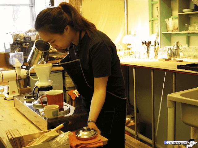 IMG 7089 - 【台中咖啡】台中老屋咖啡新力軍『復興咖啡』,不僅僅有濃濃的文青風,還有正妹老闆娘沖咖啡給你喝~