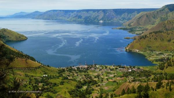 pemandangan dari tongging sudut danau toba