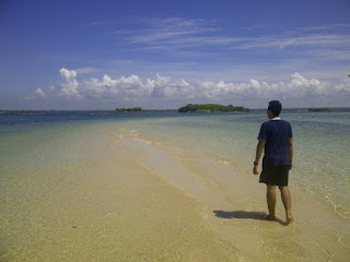 Jalan pasir di Pulau Maringkik
