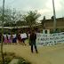 Vecinos de dos colonias de Ayutla, toman por tres horas carretera interestatal para exigir pavimentación de sus calles