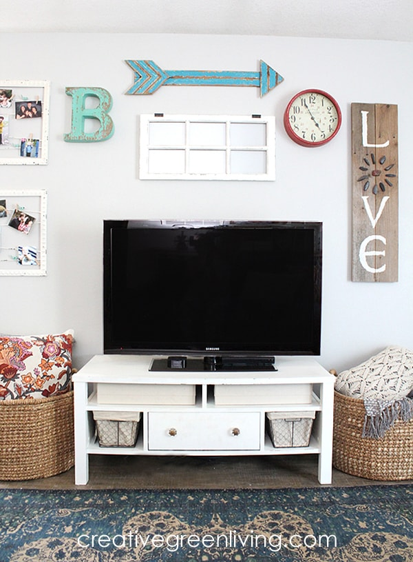 Rustic farmhouse style living room - how to decorate around a TV