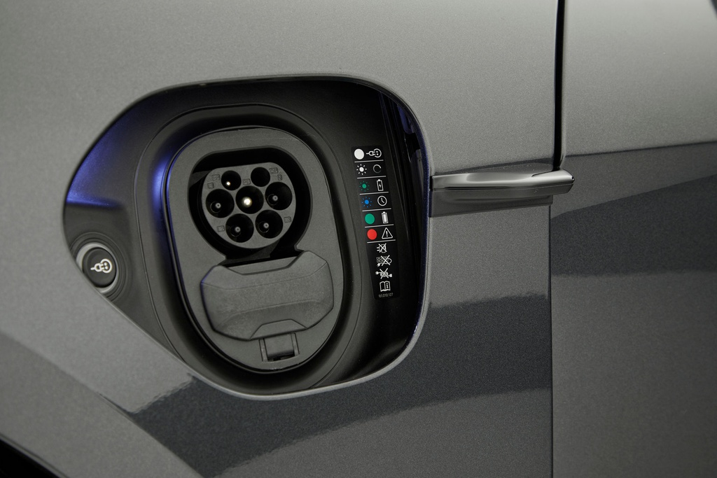 Porsche Taycan có giá từ 132.700 USD tại Australia, sắp ra mắt VN