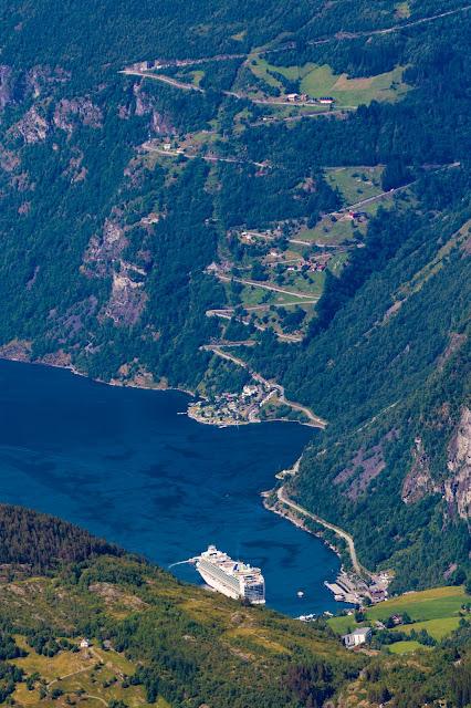 Panorama sulla strada delle aquile e sul Geirangerfjord dal Monte Dalsnibba