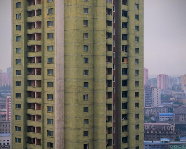 arquitectura-cruda-capital-Corea-del-Norte-fotógrafo-Raphael-Olivier