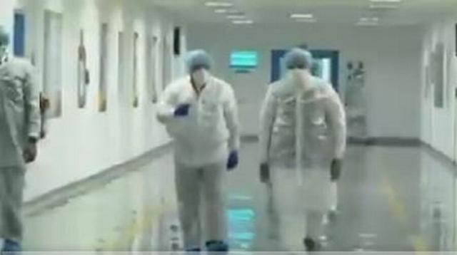 અમદાવાદની ઝાયડસ લેબ ખાતે વડા પ્રધાન મોદી, કોરોના વેક્સીન રસી પર  સાથે વાત કરી રહ્યા છે