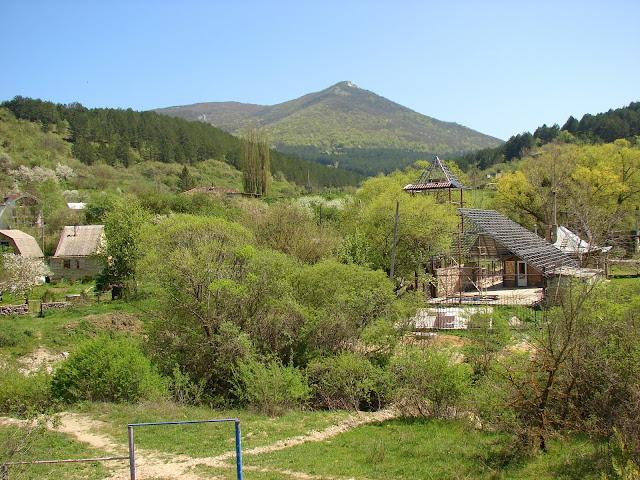 Вид на гору Кара-Тепе из Красносёловки