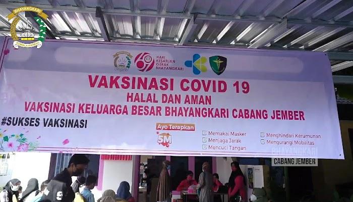 Dukung Pogram Vaksinasi, Keluarga Besar Bhayangkari Polres Jember dan Awak Media Ikuti Vaksin