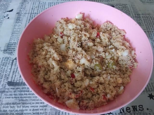 Ensalada de quinoa con huevo y atún