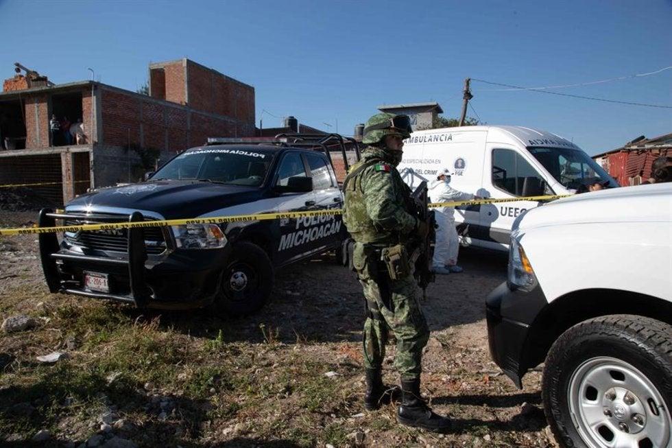 """La guerra entre el CJNG y """"Los Viagras"""" han dejado 10 muertos en Michoacán; encuentran fosa clandestina"""