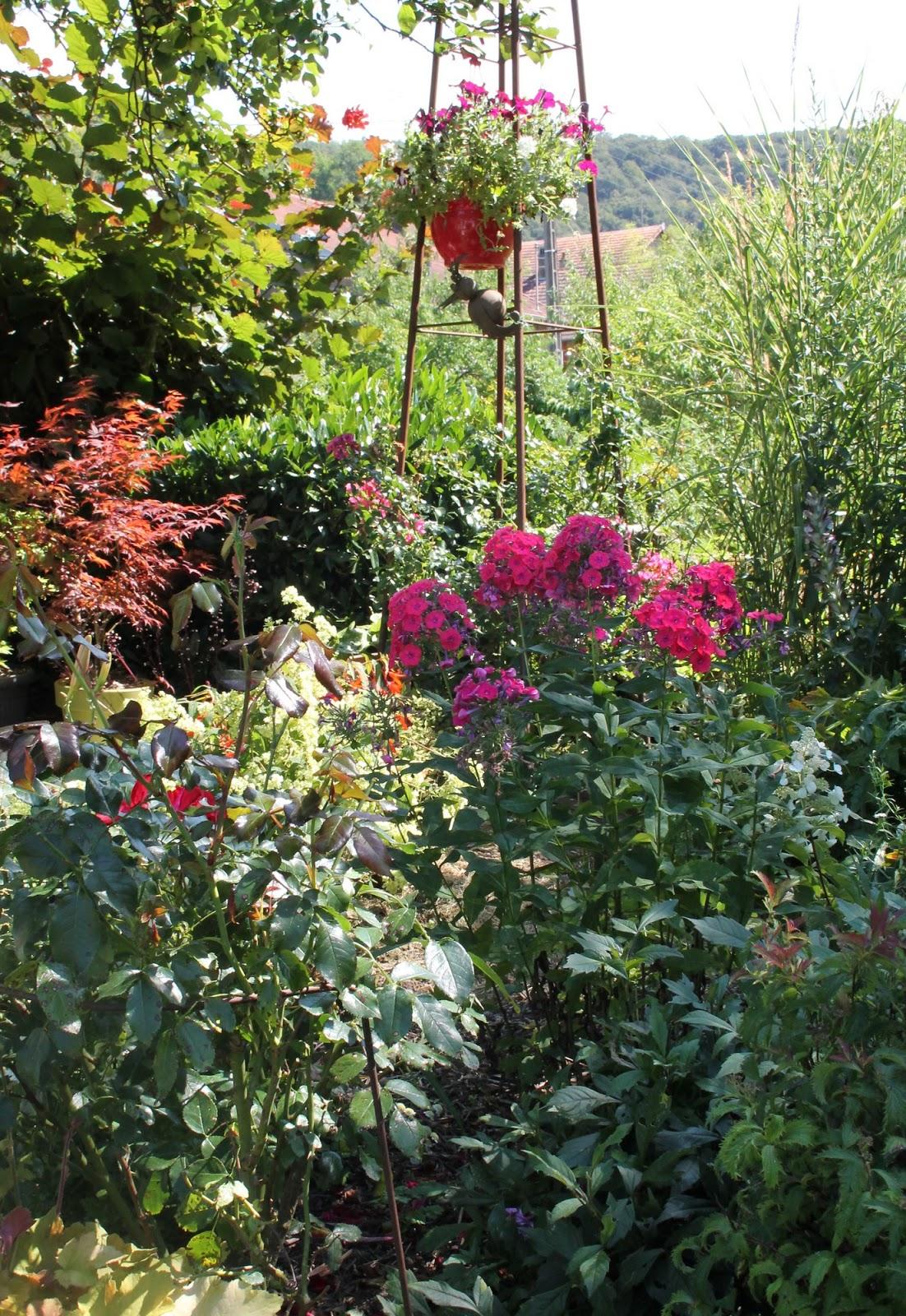 Doubs jardin a la mi aout un jardin fleuri et color for Organiser un jardin fleuri