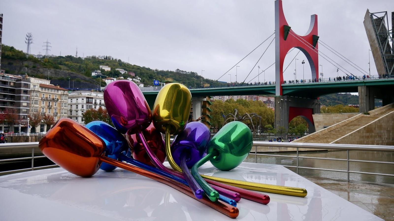 Tulipes Jeff Koons et Pont de la Salve Musée Guggenheim Bilbao Pays Basque Espagne