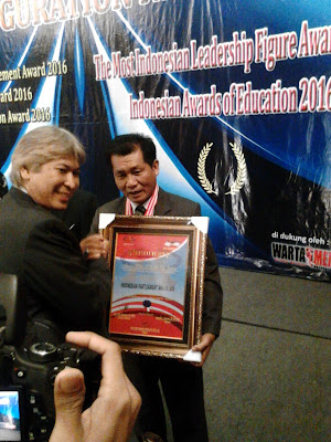 Abusari Burhan,SH.MSi Raih Penghargaan Indonesian Parliament Award 2016