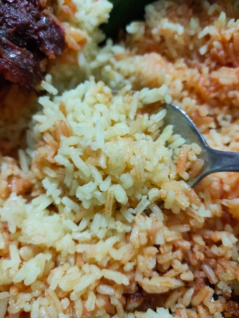 Tekstur nasi kuning Banjar dengan beras unus yang pera