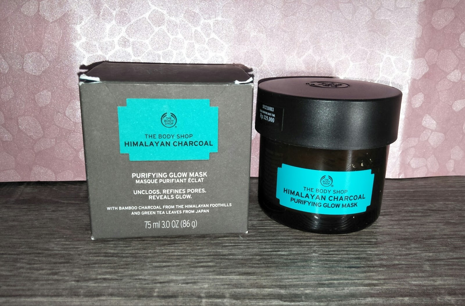 Review The Body Shop Himalayan Charcoal Purifying Glow Mask Dupe Glamglow Supermud Mask Masker Untuk Kulit Berminyak Pori Pori Besar Carolline S Beauty Blog