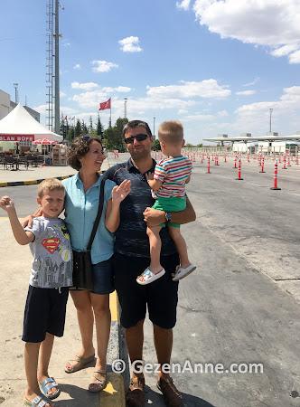 Ailecek Kapıkule gümrük kapısından geçerken, Türkiye Bulgaristan