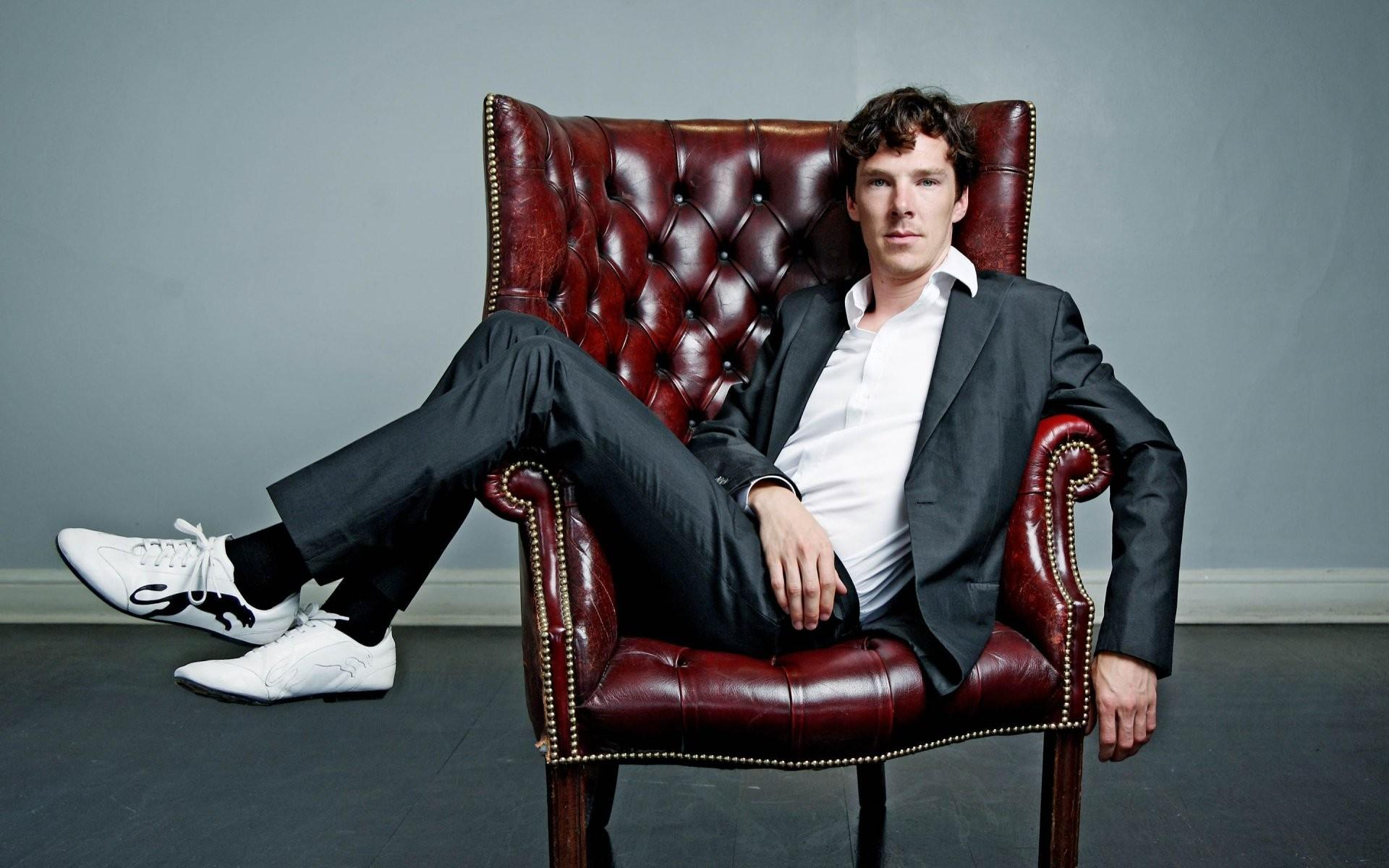 Benedict Cumberbatch sitting look